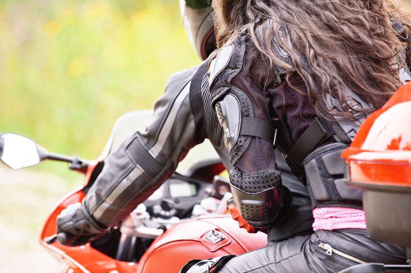 Sprzęt zabezpieczający pasażera na motocyklu