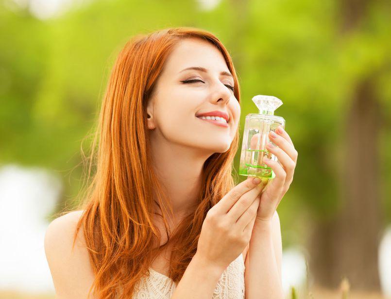 Damskie perfumy na jesienna aurę – wybieramy najciekawsze kompozycje