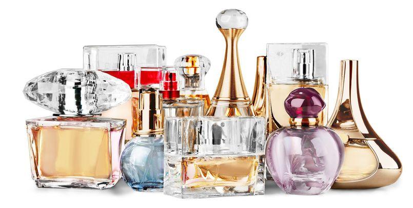 Jak wybrać damskie perfumy na zimę? Najlepsze propozycje