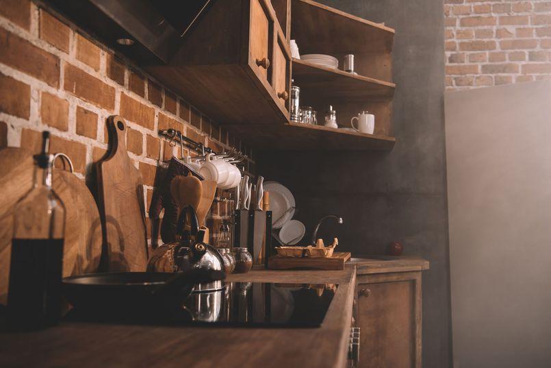 Jak urządzić praktyczną i ładną kuchnię? Najciekawsze style i sprytne pomysły na funkcjonalne wnętrza