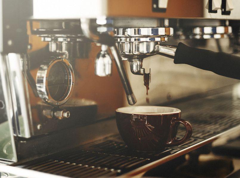 Zrób sobie przyjemność. Ranking popularnych ekspresów do kawy