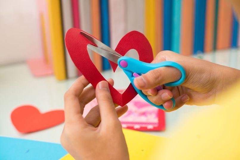 Nożyki i nożyczki do papieru – modele warte kupienia