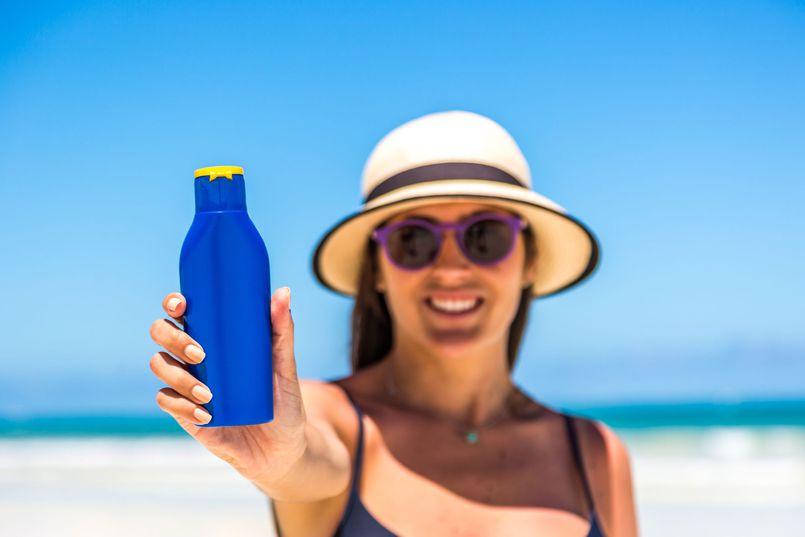 Spaleni słońcem. Kosmetyczne sposoby na letnie upały (i poparzenia)
