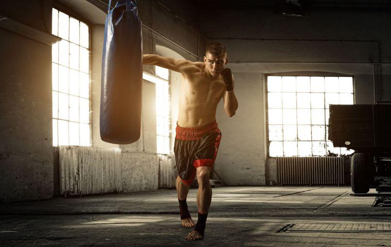 Worek bokserski i inne przyrządy do sztuk walki